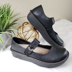 Savvy | 9 Mary Jane slip resistant black clogs